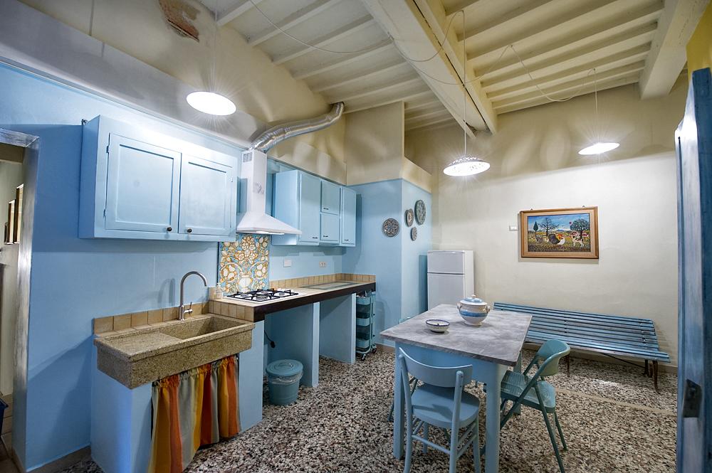 Sedie Blu Cucina : Cucina azzurra casa vacanze fatucchi
